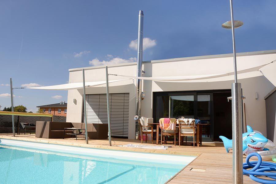 Modernes Wohnhaus mit Pool