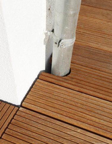 Holzplanken auf der Terrasse